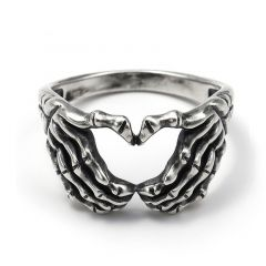 """Jeulia """"Loyalty and Love"""" Claddagh Sterling Silver Men's Ring"""